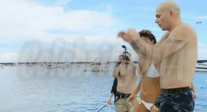 nude Pitbull singer